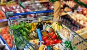 Lebensmittel im Einkaufswagen