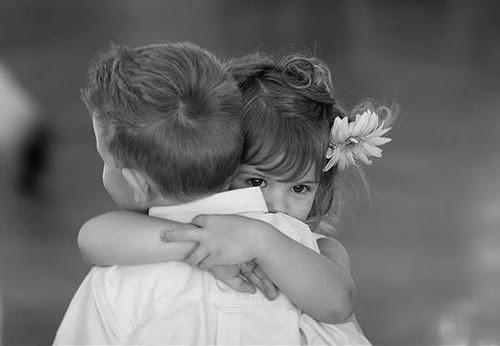 Αποτέλεσμα εικόνας για «Δώσε ένα φιλάκι στο θείο». Γιατί δεν πρέπει να το λέμε στα παιδιά μας