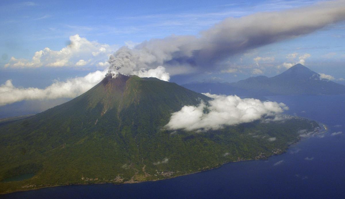 Volcano Eruption Indonesia: Airport Closed, Hikers Injured After Gamalama Spews Ash Thousands Of