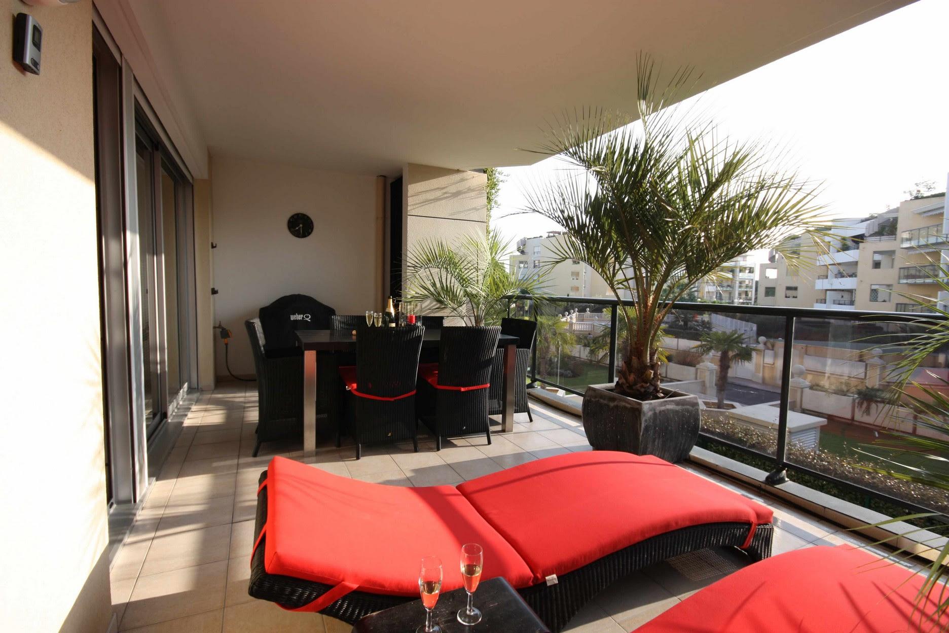 Apartment Balcony Furniture - HomesFeed