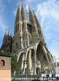 museums in barcelona - antonio Gaudí sagrada familia