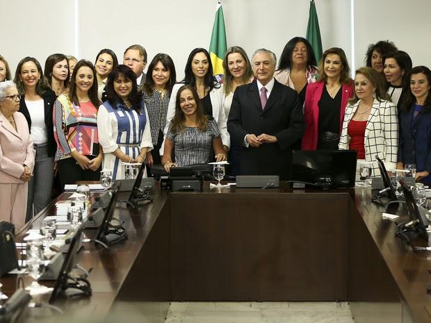 Michel Temer recebe parte da bancada feminina da Câmara em audiência no Palácio do Planalto (Foto: Marcelo Camargo/Agência Brasil)