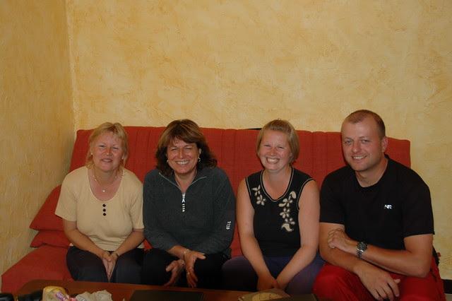 Photos avec la propriétaire de l'auberge enà Andon en France