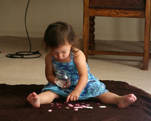IMG_4738_EviePlayingWithButtons