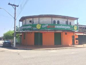 Criminosos assaltaram pizzaria em Pindamonhnagaba (Foto: Pedro Melo/ TV Vanguarda)