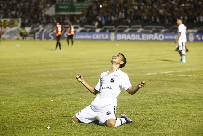 Gol de Erivelton na partida ABC x Botafogo-SP (Foto: Alexandre Lago/GloboEsporte.com)