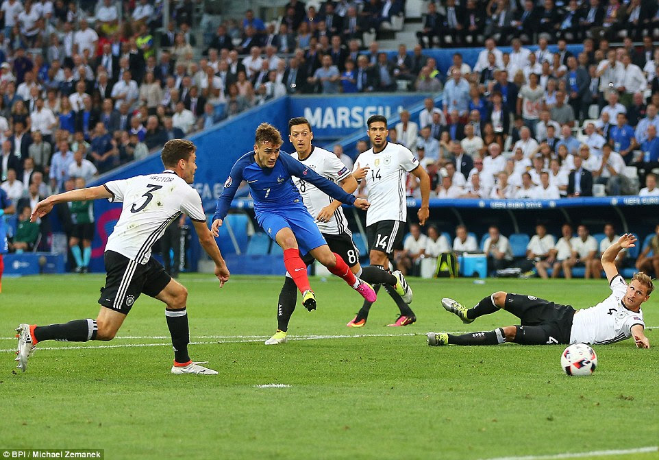 The home side created the first clear-cut opportunity of the match when Griezmann cut in from the left and fired at Neuer