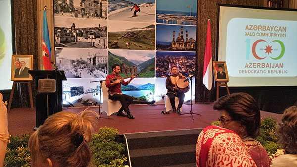 Alat music Tar dan Naghara mengiringi sepanjang acara. (Foto: Ganendra)