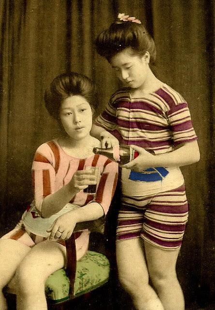 JAPANESE SWIMSUIT GIRLS - Meiji Era Bathing Beauties of Old Japan (13)