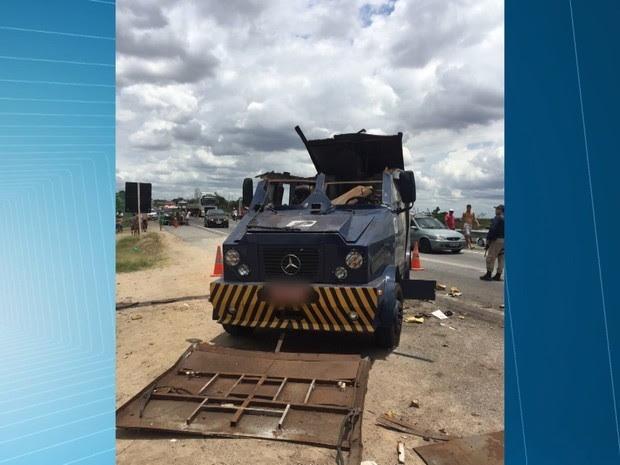 Dez criminosos tentaram assaltar três carros-fortes em Caldas Brandão, na Paraíba (Foto: Reprodução/TV Paraíba)