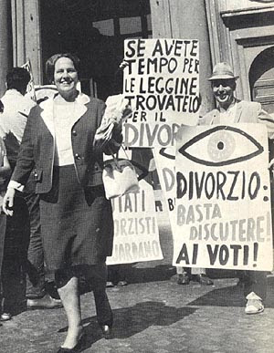 An italian Rally for divorce from the 70's
