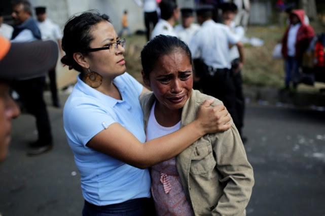 Les familles angoisséesdes mineurs hébergés dans le foyer... (PHOTO REUTERS)