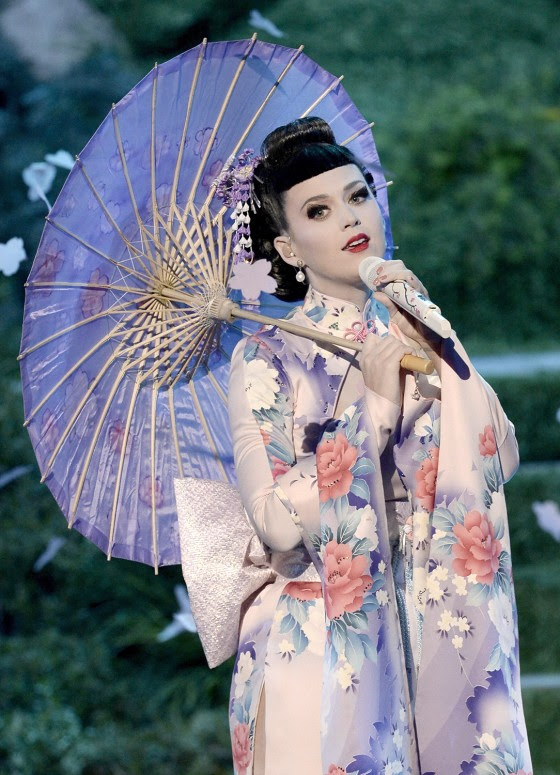 http://media2.s-nbcnews.com/j/streams/2013/November/131125/2D9769809-today-katy-perry-geisha-131125-2.blocks_desktop_medium.jpg