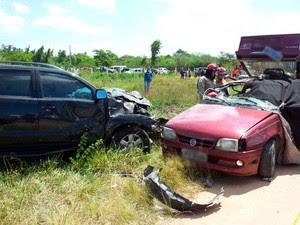 Segundo a PRF, Kadett vermelho levava nove pessoas; oito morreram  (Foto: Henrique Dovalle/G1)