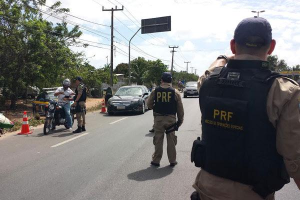 A Polícia Rodoviária Federal fiscalizou 1.669 veículos no final de semana