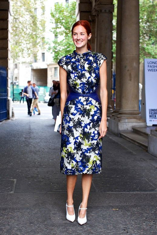 Le Fashion Blog 15 Ways To Wear Floral Prints Taylor Tomasi Hill Street Style Black Blue Print Dress White Pumps Via Vogue UK photo 15-Ways-To-Wear-Floral-Prints-Taylor-Tomasi-Hill-Street-Style-Black-Blue-Print-Dress-White-Pumps-Via-Vogue-UK.jpg