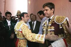 """Enrique Ponce saluda a """"El Juli"""""""