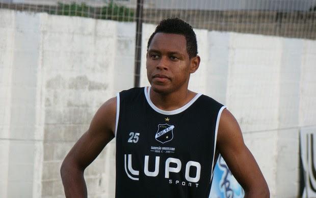 Raulen está regularizado e pronto para estrear com a camisa do ABC (Foto: Leonardo Pessoa/Divulgação)