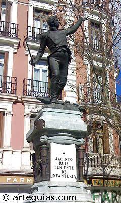 Estatua a Jacinto Ruiz, de Mariano Benlliure