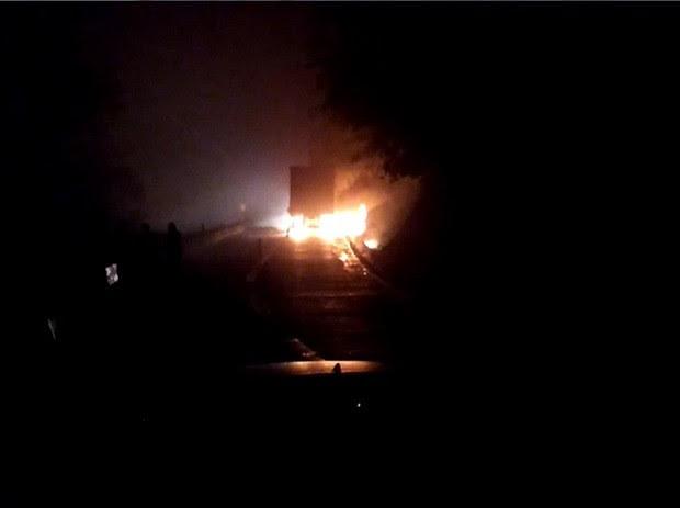 Incidente foi o caminhão-baú foi na altura do km 85 da Subida da Serra de Petrópolis (Foto: Jeferson Marques/Inter TV)