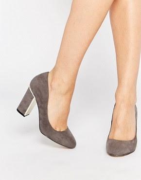 Zapatos de salón de tacón en gris con detalles dorados Arista de Head Over Heels By Dune