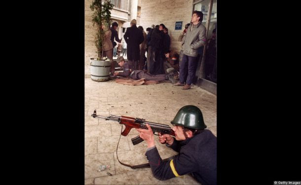 Romanian-soldier-shoots-at-pro-Ceaucescu-sniper-during-romanian-revolution