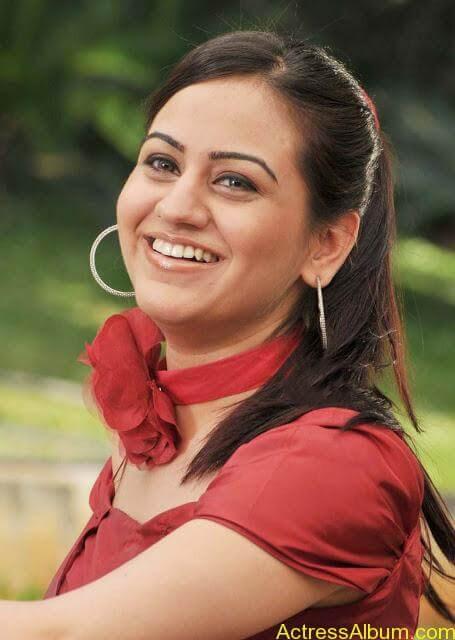 Actress Aksha Latest Hot Stills Pics5