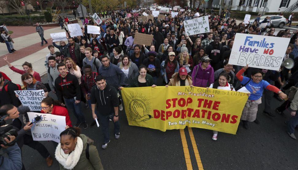 Trump considera  presentar un plan sobre políticas de inmigración
