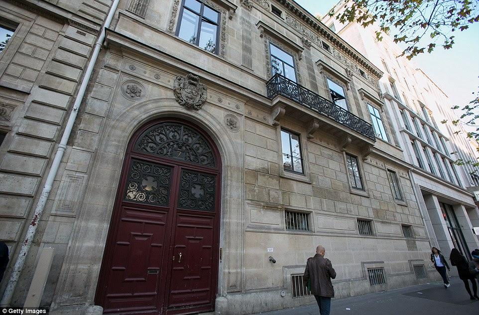O Hotel Pourtalès foi construído em 1839 e classificado como monumento histórico em 2002. Ele não é um hotel adequado, mas em vez disso um edifício portered contendo nove apartamentos projetados para multi-milionários.