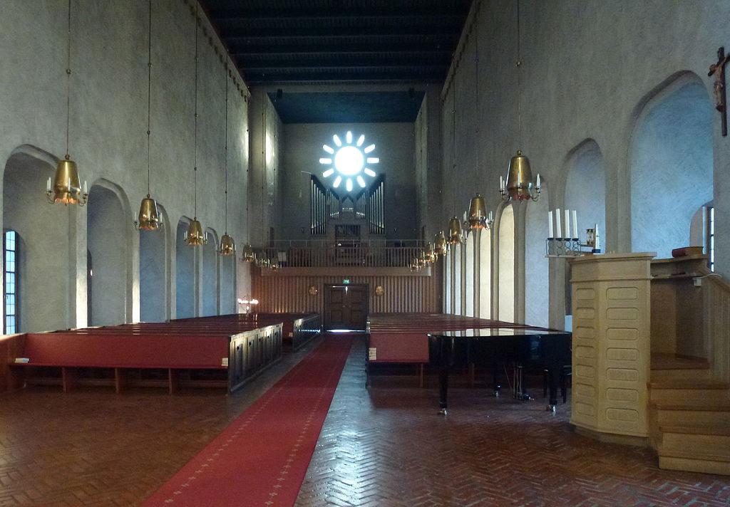 Essinge kyrka interiör 2013d.jpg