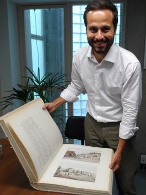 Marcelo Calero mostra uma das ilustrações do livro que vai ser reeditado (Foto: Lilian Quaino/G1)