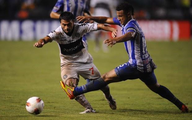 Biancucchi no jogo entre Emelec e Olimpia pela Libertadores (Foto: Rodrigo Buendia / AFP)
