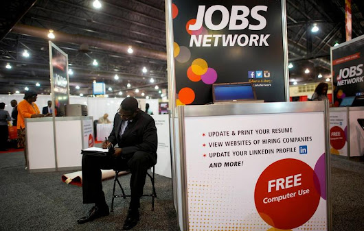 U.S. jobless claims fall, point to labor market strength