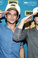 dylan obrien reunites with teen wolf cast at comic con 05