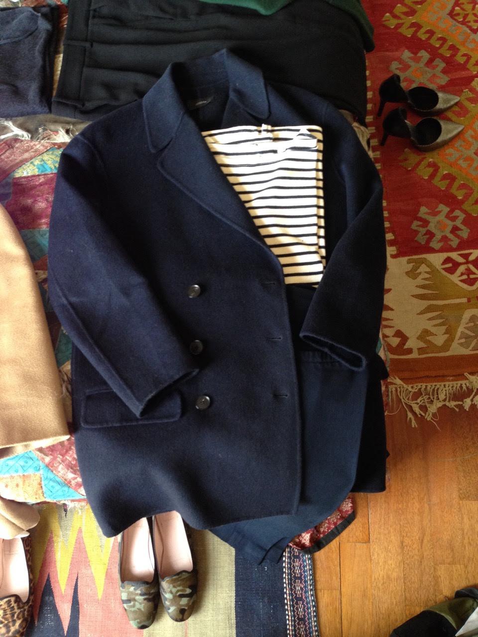 Um look com o casaco marinho mais curto