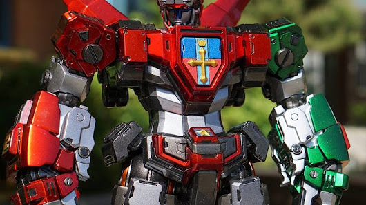 This DIY Voltron Model Is Some Next Level Stuff