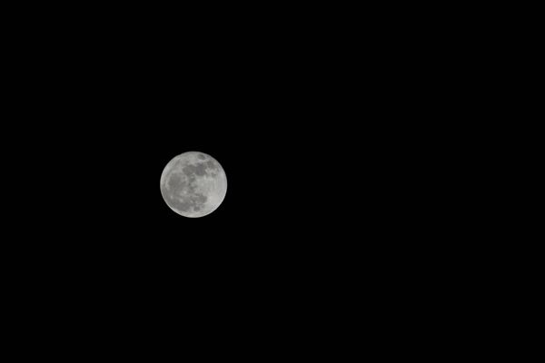 A raw image of the Supermoon that I took with my Nikon D3300 DSLR camera on December 3, 2017.