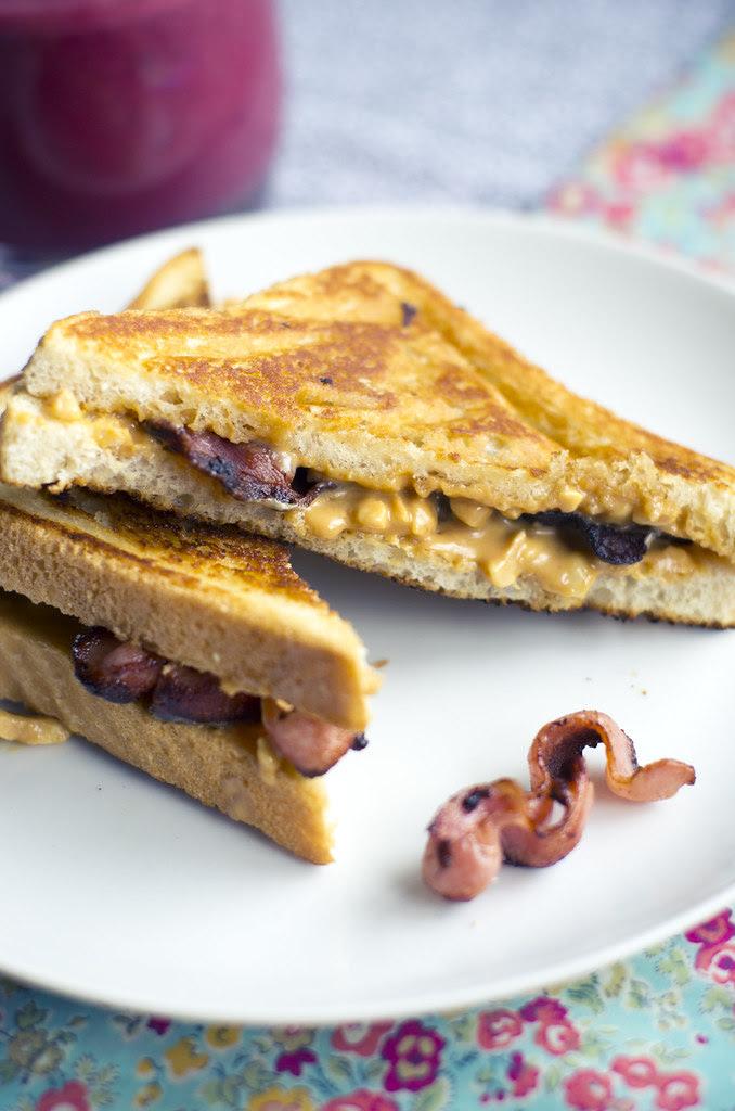 Maapähklivõi-peekoni võileib / Peanut butter bacon sandwich