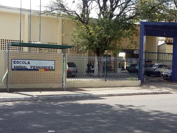 Colégia fica na Rua Marquês de Pombal, em Santo Amaro. Segundo a polícia, local é bem iluminado, mas não tem câmera de segurança. População está assustada (Foto: Danielle Fonseca / TV Globo)