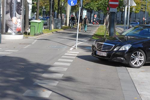 Vienna Cycling Path, Turning Car