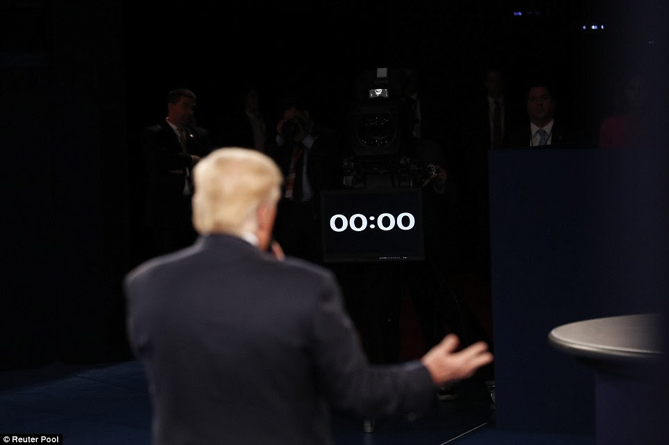 candidato republicano Donald Trump está na fase de debate como um relógio na frente de seus shows o tempo se esgotou para uma resposta