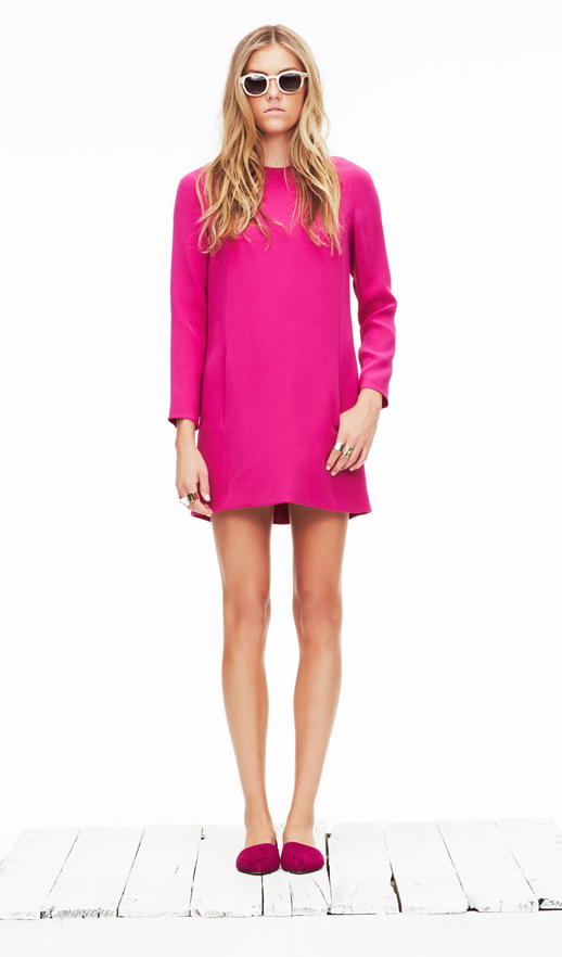 LE FASHION BLOG JENNI KAYNE SPRING SUMMER SS 2013 SHOW PRESENTATION WHITE SUNGLASSES BRIGHT PINK FUSCHIA LONG SLEEVE SHORT DRESS PINK SUEDE DORSAY FLATS BEACHY WAVES LAID BACK COOL