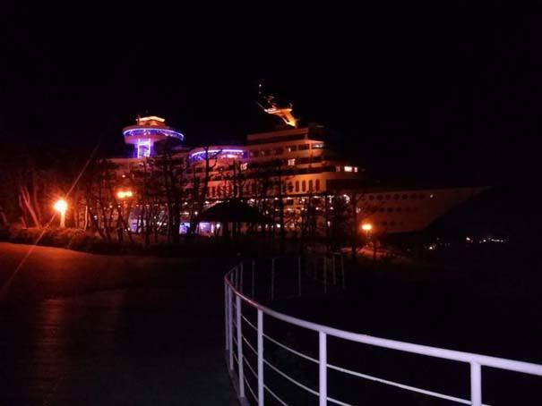 Ξενοδοχείο «κρουαζιερόπλοιο» πάνω σε λόφο (5)