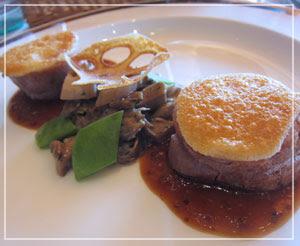 「ブラッスリー ポール・ボキューズ 銀座」にて、メインディッシュは豚肉。柔らかで美味しかった♪
