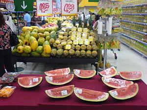 Seccion de frutas y verduras en Plaza Vea San ...
