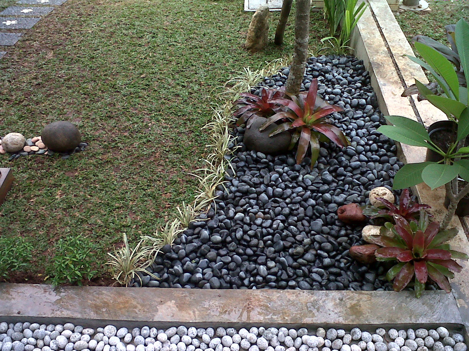 Referensi Desain Taman Bunga Gantung Masa Kini Biyanbbscom