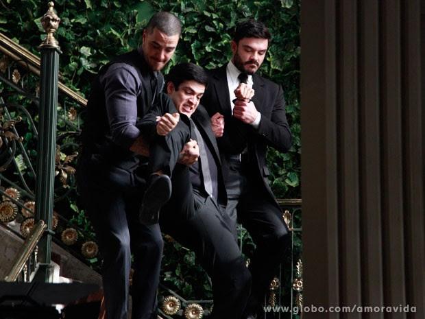 A pedido de Pilar, Maciel e Wagner expulsam Félix (Foto: Ellen Soares/ TV Globo)
