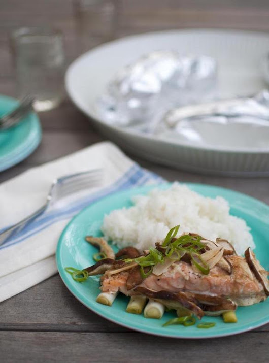 Recipe for ginger-soy salmon with shiitakes in foil packets - The Boston Globe