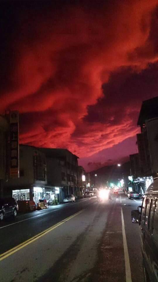 ουρανό Ταϊβάν αίμα, το αίμα του ουρανού Ταϊβάν φωτογραφία, ουρανός αίμα ταϊβάν βίντεο, ουρανός αίμα ταϊβάν εικόνες, ουρανός αίμα ταϊβάν Ταϊτούνγκ Typhoon Dujuan, ουρανός τυφώνα αίματος dujuan