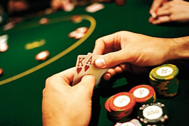 How To Play Poker Like The Professionals [Infographic]